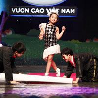 """Nghe Hà Linh hát """"Em muốn làm ca sĩ"""""""