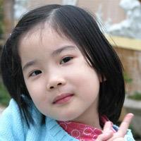 Để trẻ có mái tóc bóng mượt tự nhiên