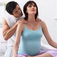 Lời khuyên 'vàng' giảm đau lưng cho bà bầu