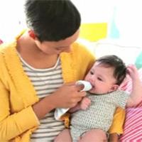Video: Vệ sinh răng miệng cho bé 0 - 1 tuổi
