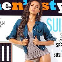 Jessica Alba sexy trên bìa tạp chí