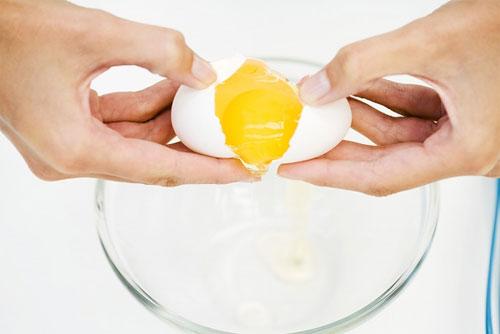 Trị mái tóc khô xơ bằng trứng gà - 1