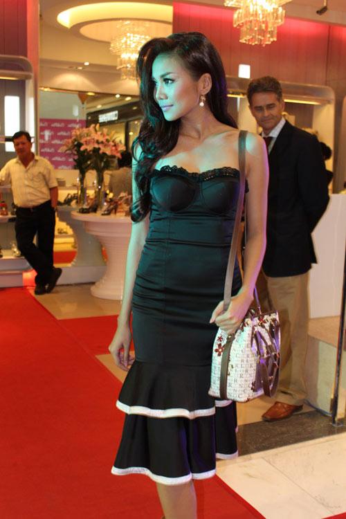 'Lật tẩy' gu thời trang của siêu mẫu Thanh Hằng - 19