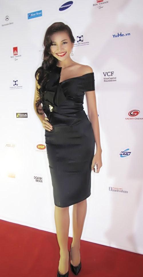 'Lật tẩy' gu thời trang của siêu mẫu Thanh Hằng - 25