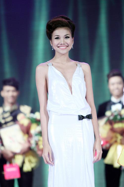'Lật tẩy' gu thời trang của siêu mẫu Thanh Hằng - 34