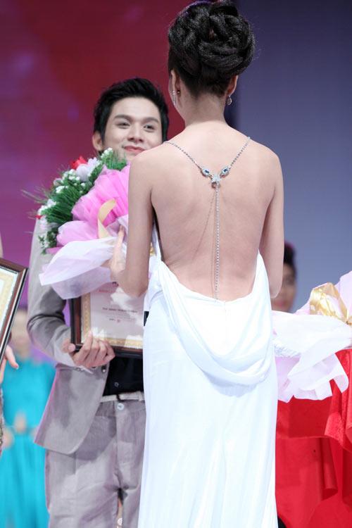 'Lật tẩy' gu thời trang của siêu mẫu Thanh Hằng - 36