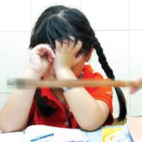 Độc chiêu phạt con vì 'tội' yêu sớm