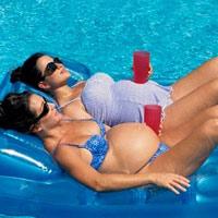Lợi ích tuyệt vời của bơi lội với bà bầu