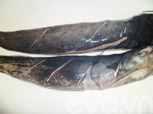 Thơm ngon cá trê đồng nướng lá nghệ cuối tuần - 2