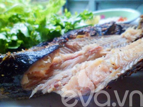 Thơm ngon cá trê đồng nướng lá nghệ cuối tuần - 9