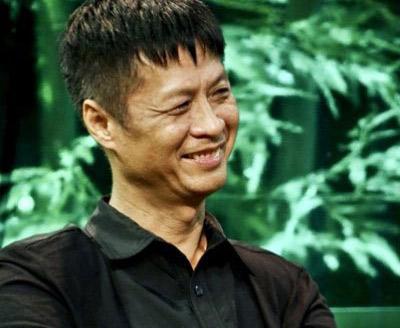 Những người nổi tiếng trong giới showbiz qua ngòi bút Lê Hoàng - Page 2 1341565334-nhung-nguoi-dep-tung-qua-tay-le-hoang-eva1