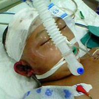 Thắt lòng cảnh bé trai 7 tuổi bị hành hung