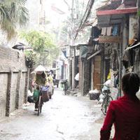 Điện, nước tăng giá, người dân lao đao