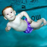 Mình tập bơi, con nhé!