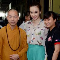 Phương Trinh quên mình khi làm từ thiện