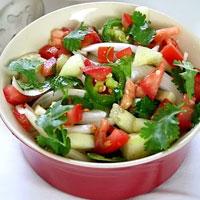 Salad dưa chuột và cà chua tươi mát