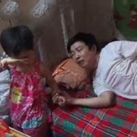 Bố ung thư, đăng clip tìm người nuôi con