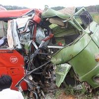 Xe tải đâm trực diện xe khách, 3 người tử nạn