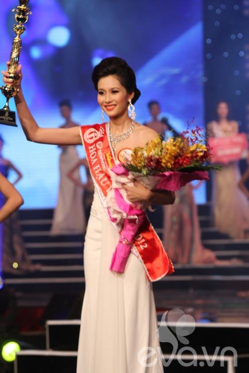 Đặng Thu Thảo đăng quang ngôi HHVN 2012 - 2