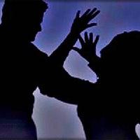 1 phụ nữ bị 10 công nhân hiếp trước mắt chồng