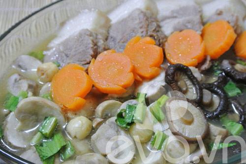 Thịt chân giò hầm nấm nóng hổi - 9