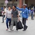 Tin tức - Sĩ tử và người nhà tràn xuống đường bắt xe