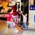 Làng sao - Trương Bá Chi dắt con đi chơi sau tin hẹn hò