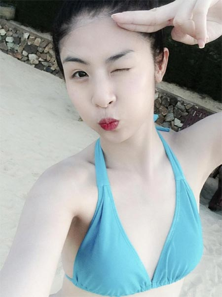 angela phuong trinh khoe lung tran goi cam - 2