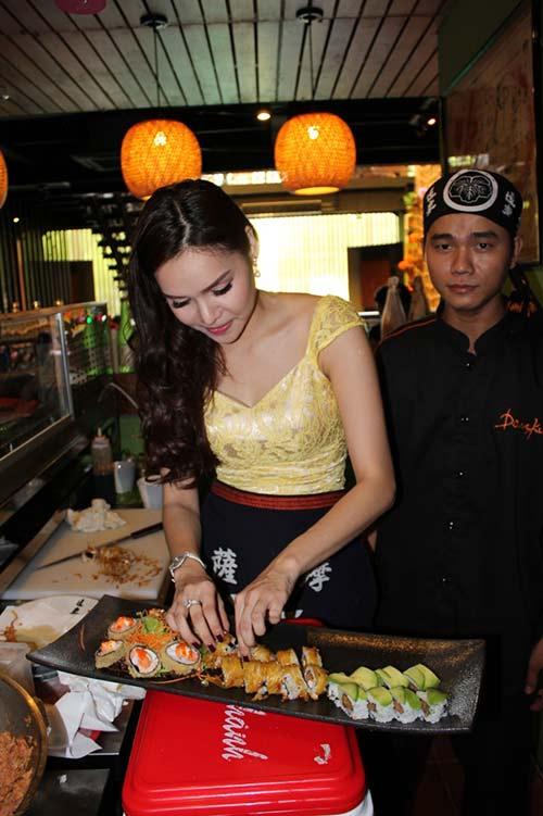 HH Diệu Hân trổ tài làm món ăn Nhật - 9