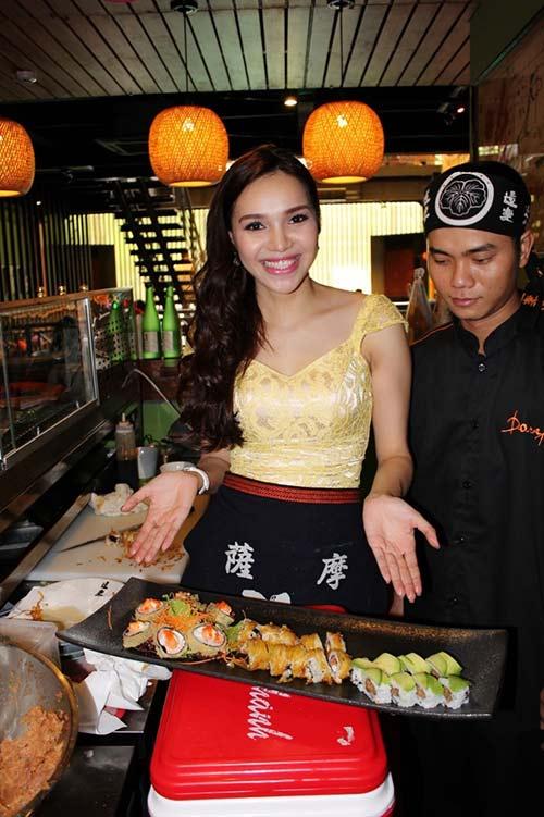 HH Diệu Hân trổ tài làm món ăn Nhật - 11