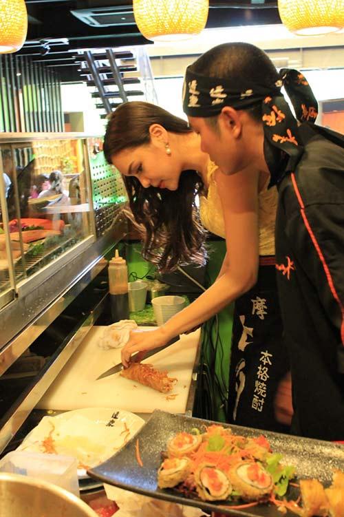 HH Diệu Hân trổ tài làm món ăn Nhật - 8