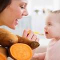"""Làm mẹ - """"Lợi đủ đường"""" cho bé ăn khoai lang"""