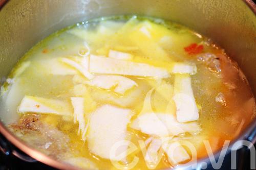 Canh cá nấu măng chua cho cả nhà - 9