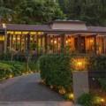 """Nhà đẹp - Biệt thự xinh """"uốn mình"""" giữa đồi xanh"""
