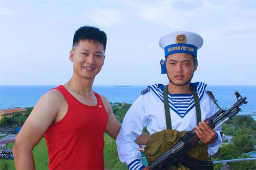 """hh huong giang """"tron con"""" di bien - 14"""