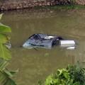 Tin tức - Ô tô rơi ao, 4 người ngạt nước tử vong
