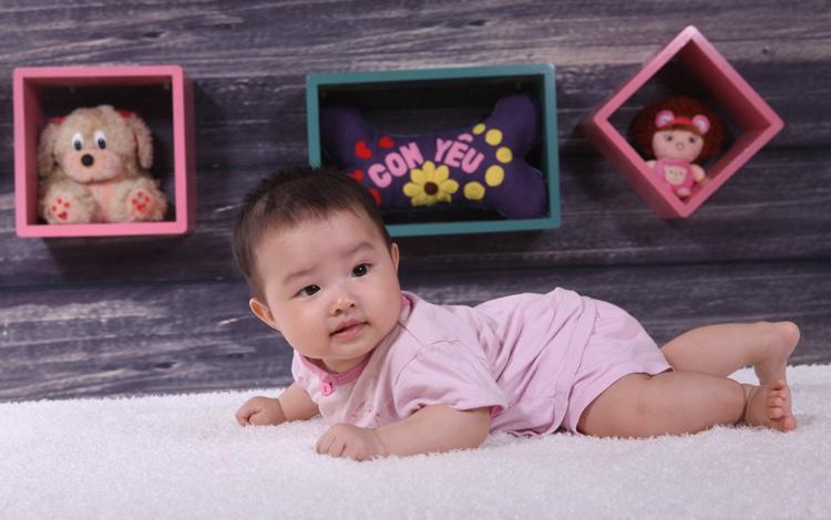 Con xin tự giới thiệu tên con là Lưu Đồng Thùy Dương - một cái tên thật lạ phải không ạ? Ở nhà mẹ Đồng Miền hay gọi con với cái tên dễ thương là Bông.