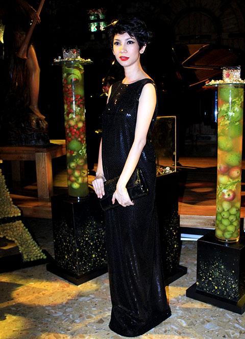 """angela phuong trinh lam """"nu hoang"""" trong lau dai - 7"""