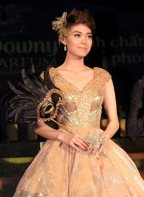"""angela phuong trinh lam """"nu hoang"""" trong lau dai - 10"""