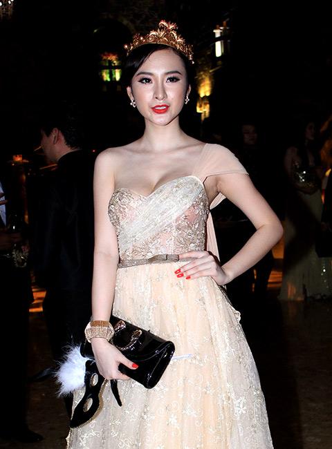 """angela phuong trinh lam """"nu hoang"""" trong lau dai - 3"""