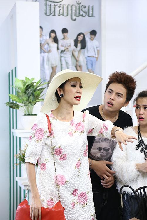 "xuan lan ""vac"" bung bau di dong phim - 6"