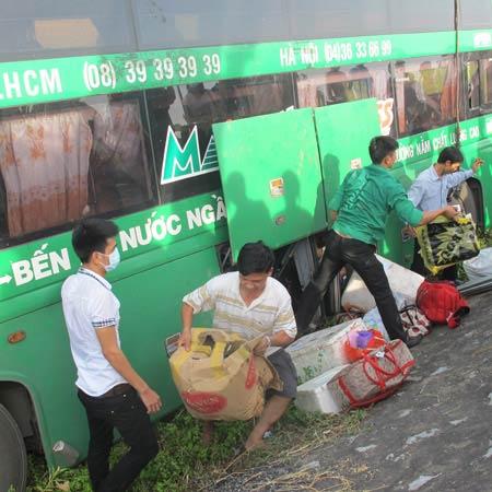 lat xe khach bac-nam, 20 nguoi hut chet - 2