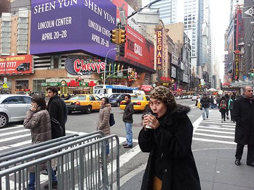 kathy uyen lang man chieu dong new york - 4