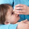 Làm mẹ - Con mù vì nhỏ mắt bằng sữa mẹ?