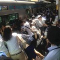 Tin tức - Nhật: 40 người đẩy tàu cứu người dưới đường ray