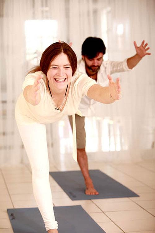 yoga cuoi - lieu thuoc bo cho suc khoe - 2