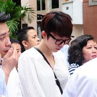 Tóc Tiên mất điện thoại trong đám tang Wanbi