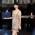 Thời trang - Xuân Lan 'giấu' bụng bầu với váy kim tuyến