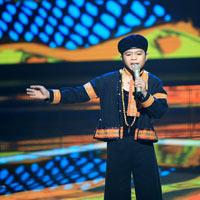 Quang Anh 'gây sôt' với hit Chiếc khăn Piêu