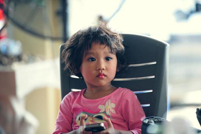 BéGạo Nếp - con gái nữ ca sĩ SMĐH Thái Thùy Linhnăm nay được 5 tuổi, bécao khoảng hơn1 mét và nặng chỉ mới hơn20kg chút thôi nhưng lại cực kỳ lém lỉnh và đáng yêu